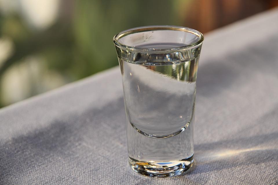 Помогает ли водка как антисептик против коронавируса