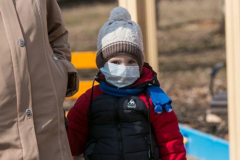Можно ли гулять с ребенком на улице при карантине из-за коронавируса