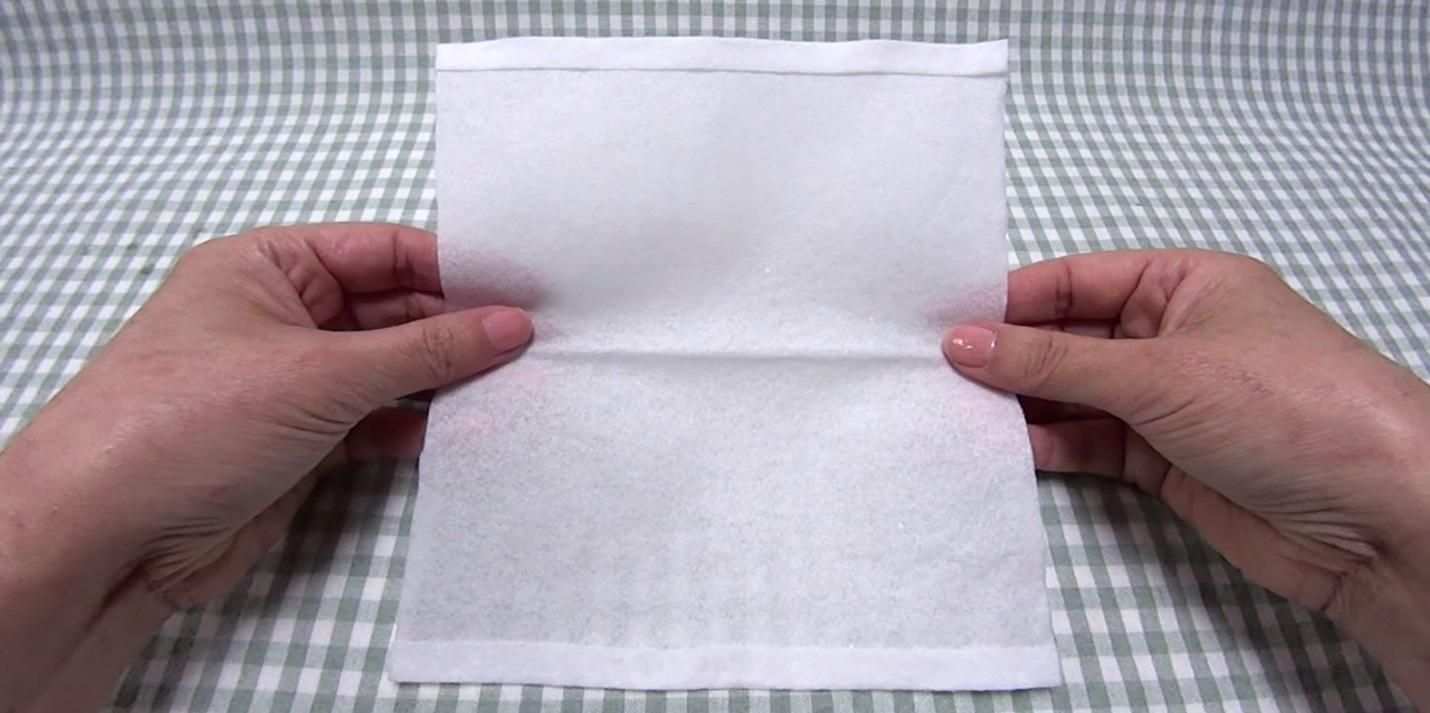 Одноразовая маска из бумажного (одноразового) полотенца и резинок